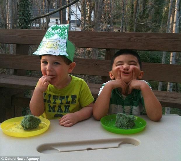 """Vừa ra đời đã bị bác sĩ vô tình làm rơi, bé trai từng được chẩn đoán """"suốt đời không thể cười"""" gây xúc động với hình ảnh sau 12 năm - Ảnh 2."""