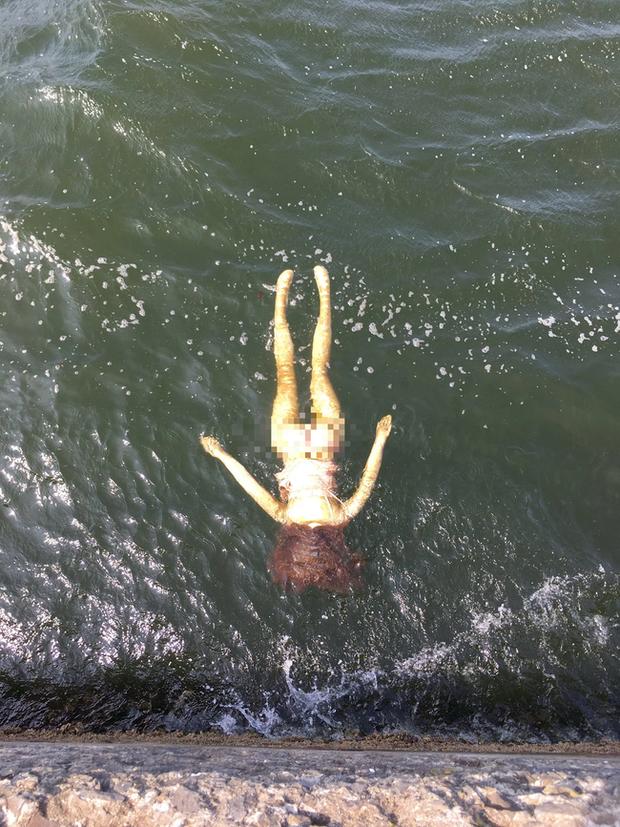 Phát hiện người chết trôi sông, cảnh sát lập tức tới nơi trục vớt thi thể và cảnh tượng sau đó khiến tất cả đều sững sờ vì sốc - Ảnh 1.