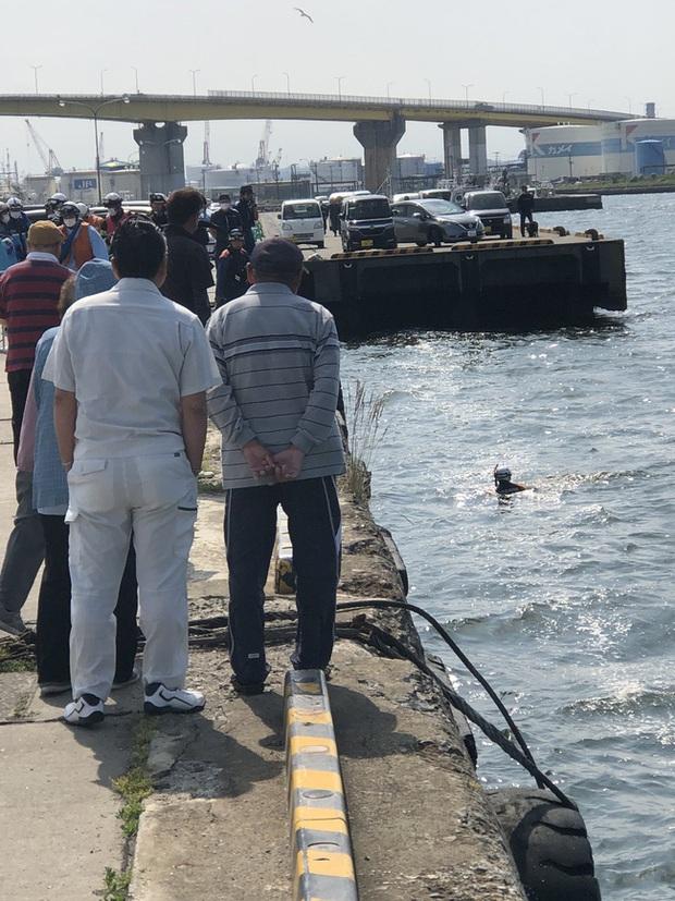 Phát hiện người chết trôi sông, cảnh sát lập tức tới nơi trục vớt thi thể và cảnh tượng sau đó khiến tất cả đều sững sờ vì sốc - Ảnh 2.