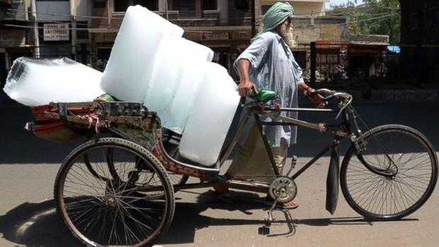 Chùm ảnh nắng nóng kinh hoàng khắp hành tinh: Ngựa lăn ra chết cả đàn, xe đạp cong vành dưới mức nhiệt cực đại - Ảnh 10.
