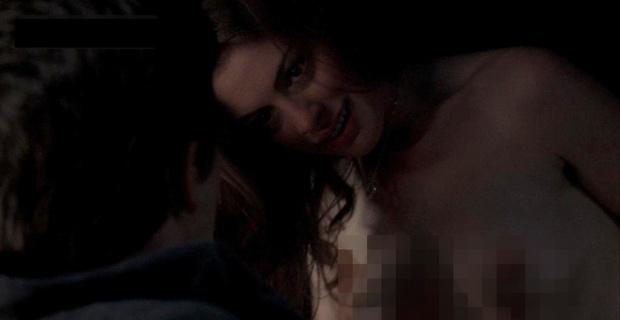 Cảnh nóng gây sốc giúp Anne Hathaway thoát xác Nhật Ký Công Chúa: Ngực trần quằn quại rên rỉ, nặng đô đến nỗi không được chiếu ở Mỹ - Ảnh 3.