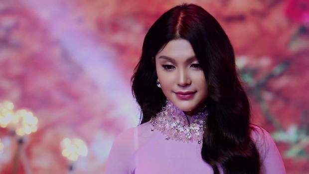Lily Chen: Nàng Ngọc nữ bolero dịu dàng trên sân khấu, sexy đến nghẹt thở ở ngoài đời - Ảnh 2.