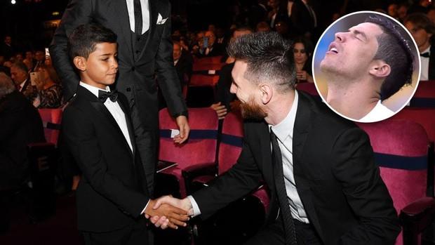 Éo le chuyện con nhà cầu thủ: Con trai Messi là fan cứng của Ronaldo, quý tử nhà Ronaldo lại mê tít Messi - Ảnh 4.