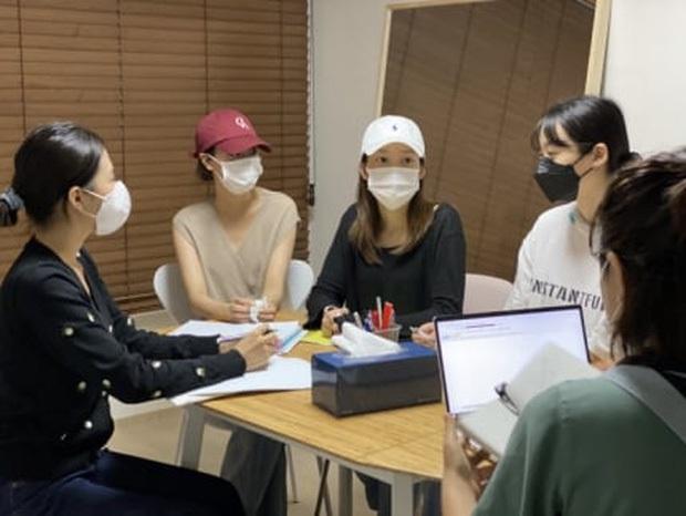 Tháng 6 là lời nói dối của April: Lặp lại bi kịch của T-ara, phỏng vấn kèm bằng chứng phốt ngược lại Hyunjoo, ai dè bị bóc phốt dối trá toàn tập - Ảnh 2.