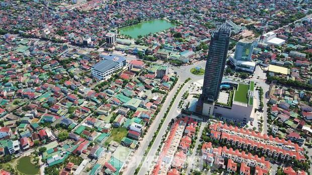 Thành phố Hà Tĩnh kết thúc giãn cách, nhà hàng, khách sạn được hoạt động trở lại - Ảnh 2.
