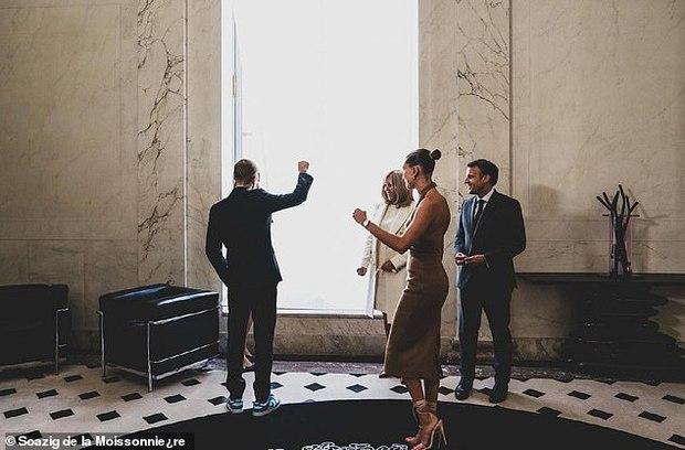 Tranh cãi Justin Bieber diện vest đi sneaker và Hailey hở bạo đến gặp Tổng thống Pháp, lí do hẹn gặp còn gây bức xúc hơn? - Ảnh 12.