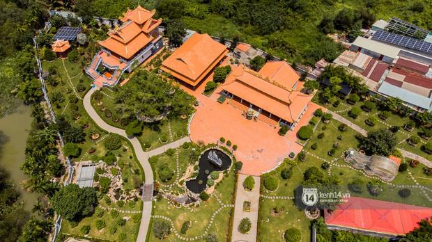 2 bất động sản của NS Hoài Linh tại Sài Gòn: Nhà thờ trăm tỷ hoành tráng rộng cả ngàn m2 nhưng căn hộ trong thành phố lại giản đơn bất ngờ! - Ảnh 2.