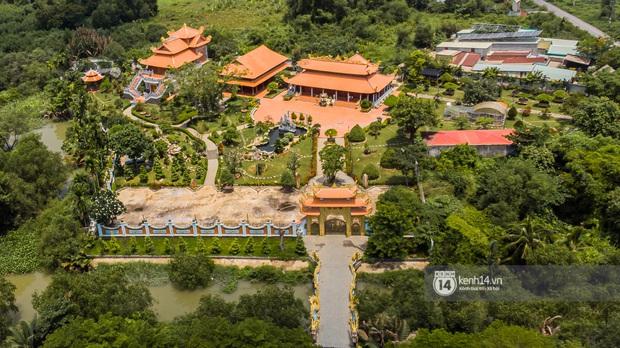 2 bất động sản của NS Hoài Linh tại Sài Gòn: Nhà thờ trăm tỷ hoành tráng rộng cả ngàn m2 nhưng căn hộ trong thành phố lại giản đơn bất ngờ! - Ảnh 4.