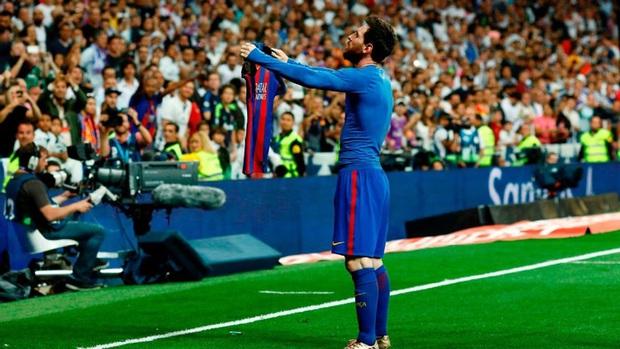 Fan xăm hình mình lên lưng, Lionel Messi đáp lại tình cảm bằng hành động cực chất - Ảnh 3.