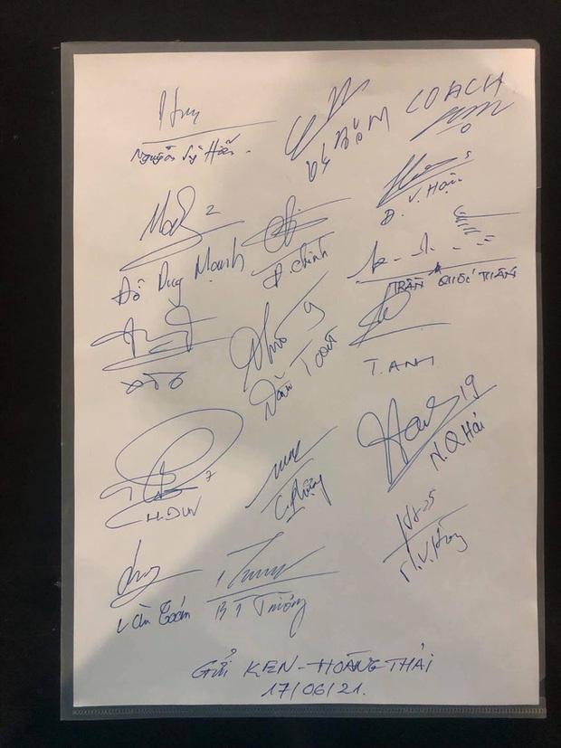 Cơ trưởng kể về các cầu thủ Việt Nam trong chuyến bay trở về từ UAE: 21 ngày nữa sẽ tặng con trai quà đặc biệt - Ảnh 3.