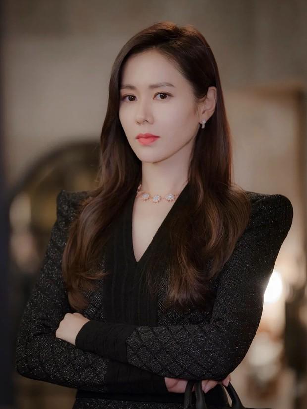 6 chị đẹp phim Hàn đã giàu còn giỏi làm khán giả u mê: Tài phiệt Son Ye Jin, bà cả Mine phải lép vế trước số 1 - Ảnh 3.