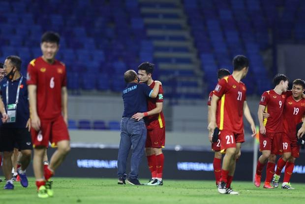 Thầy Park nói chúng tôi chiến đấu vì màu cờ sắc áo và chứng minh Việt Nam là một đội bóng mạnh - Ảnh 2.