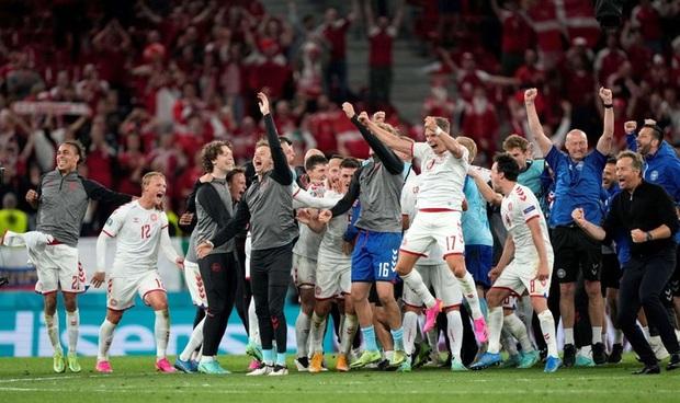 Cơn mưa bàn thắng đưa Đan Mạch vượt qua hiểm nghèo, hú vía vào vòng 1/8 Euro 2020: Xuất hiện ứng viên Pha làm bàn đẹp nhất giải đấu - Ảnh 12.