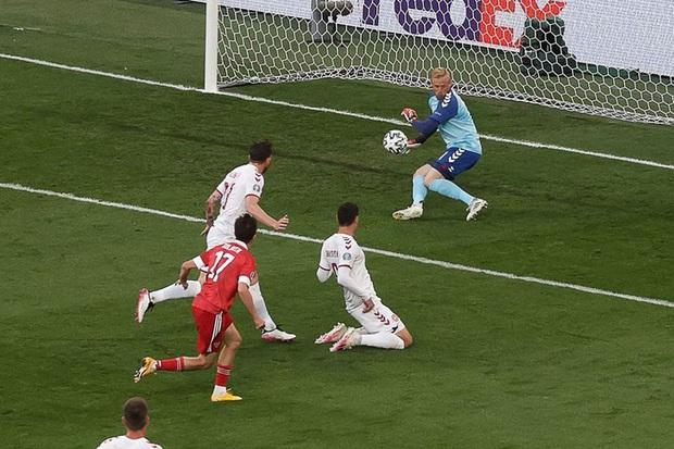 Cơn mưa bàn thắng đưa Đan Mạch vượt qua hiểm nghèo, hú vía vào vòng 1/8 Euro 2020: Xuất hiện ứng viên Pha làm bàn đẹp nhất giải đấu - Ảnh 3.