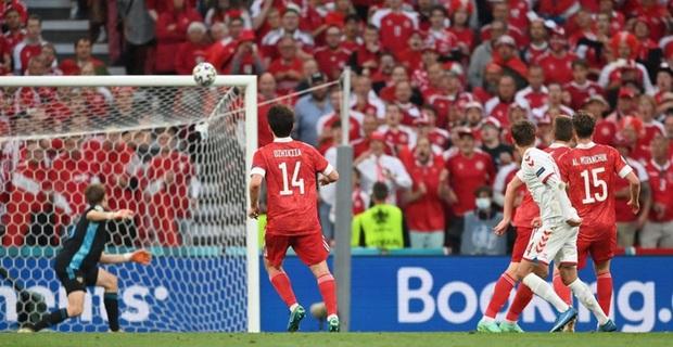 Cơn mưa bàn thắng đưa Đan Mạch vượt qua hiểm nghèo, hú vía vào vòng 1/8 Euro 2020: Xuất hiện ứng viên Pha làm bàn đẹp nhất giải đấu - Ảnh 4.