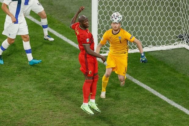 Thắng nhẹ nhàng 2-0 trước Phần Lan, tuyển Bỉ hiên ngang bước vào vòng 1/8 với 3 trận toàn thắng - Ảnh 4.