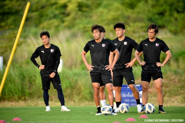 Đặng Văn Lâm tràn đầy năng lượng trong buổi tập đầu tiên tại Thái Lan chuẩn bị cho AFC Champions League 2021 - Ảnh 4.