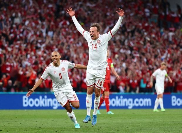 Cơn mưa bàn thắng đưa Đan Mạch vượt qua hiểm nghèo, hú vía vào vòng 1/8 Euro 2020: Xuất hiện ứng viên Pha làm bàn đẹp nhất giải đấu - Ảnh 5.