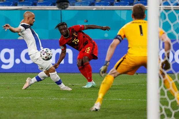 Thắng nhẹ nhàng 2-0 trước Phần Lan, tuyển Bỉ hiên ngang bước vào vòng 1/8 với 3 trận toàn thắng - Ảnh 5.