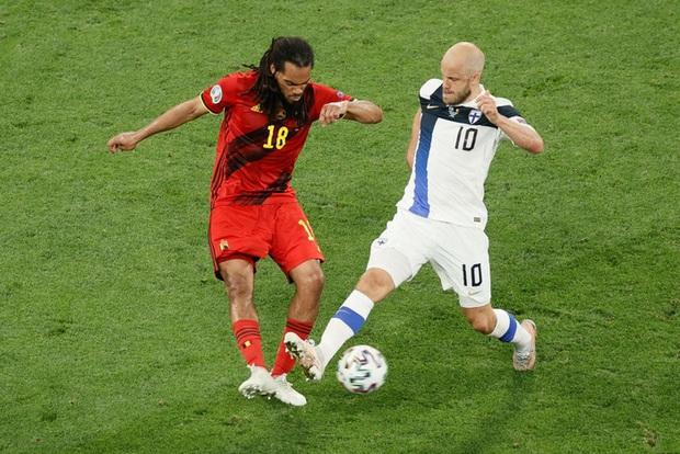 Thắng nhẹ nhàng 2-0 trước Phần Lan, tuyển Bỉ hiên ngang bước vào vòng 1/8 với 3 trận toàn thắng - Ảnh 6.