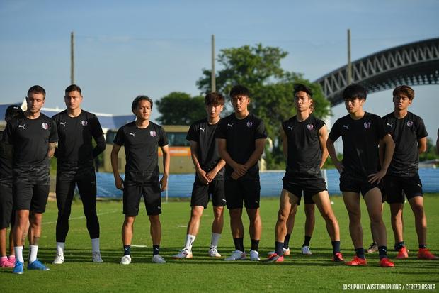 Đặng Văn Lâm tràn đầy năng lượng trong buổi tập đầu tiên tại Thái Lan chuẩn bị cho AFC Champions League 2021 - Ảnh 6.