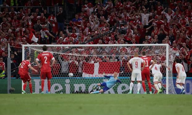 Cơn mưa bàn thắng đưa Đan Mạch vượt qua hiểm nghèo, hú vía vào vòng 1/8 Euro 2020: Xuất hiện ứng viên Pha làm bàn đẹp nhất giải đấu - Ảnh 8.