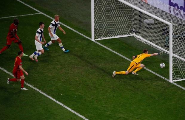 Thắng nhẹ nhàng 2-0 trước Phần Lan, tuyển Bỉ hiên ngang bước vào vòng 1/8 với 3 trận toàn thắng - Ảnh 8.