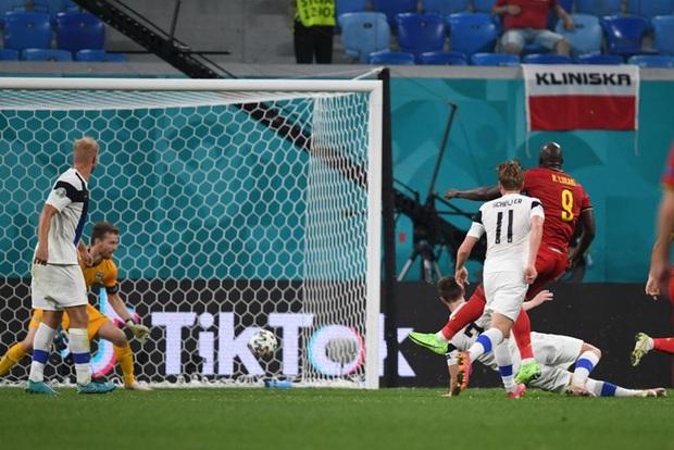 Thắng nhẹ nhàng 2-0 trước Phần Lan, tuyển Bỉ hiên ngang bước vào vòng 1/8 với 3 trận toàn thắng - Ảnh 9.