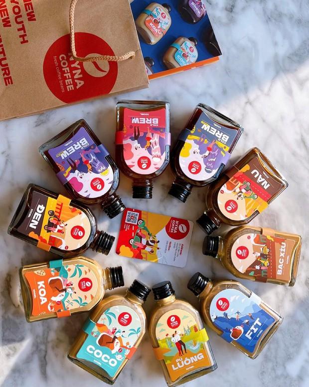 """Cà phê đóng chai thật sự là trend ở Hà Nội rồi: Đủ mẫu mã siêu xinh, hương vị thì gây """"nghiện"""" bao người - Ảnh 4."""