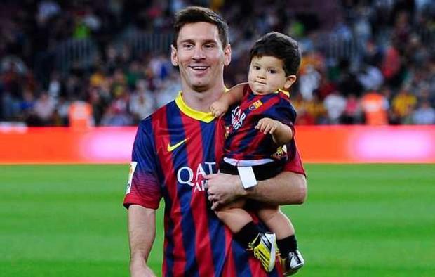 Éo le chuyện con nhà cầu thủ: Con trai Messi là fan cứng của Ronaldo, quý tử nhà Ronaldo lại mê tít Messi - Ảnh 6.