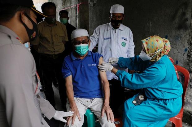 Trung Quốc cung cấp 120 triệu liều vaccine cho ASEAN - Ảnh 1.