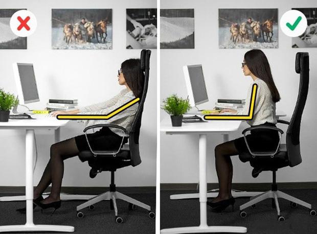 Cách chữa đau lưng do ngồi máy tính nhiều đơn giản dễ thực hiện tại nhà - Ảnh 2.