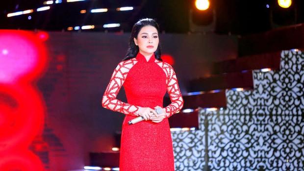 Lily Chen: Nàng Ngọc nữ bolero dịu dàng trên sân khấu, sexy đến nghẹt thở ở ngoài đời - Ảnh 3.