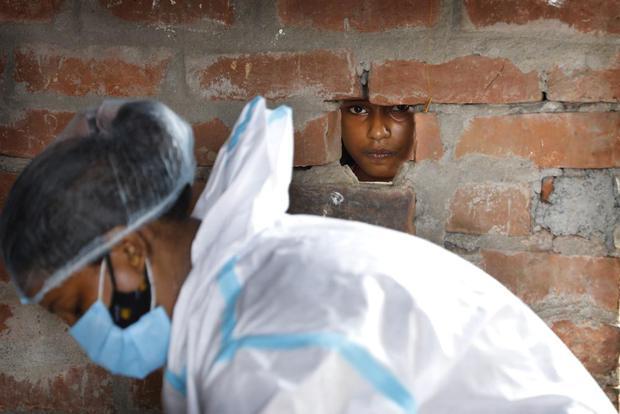 Ấn Độ và những kẻ chạy trốn vaccine: Cơn bão dịch bệnh thứ 3 đang đến gần, nhưng thà chết còn hơn - Ảnh 3.