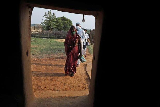 Ấn Độ và những kẻ chạy trốn vaccine: Cơn bão dịch bệnh thứ 3 đang đến gần, nhưng thà chết còn hơn - Ảnh 1.