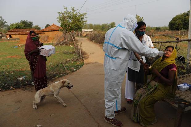 Ấn Độ và những kẻ chạy trốn vaccine: Cơn bão dịch bệnh thứ 3 đang đến gần, nhưng thà chết còn hơn - Ảnh 5.