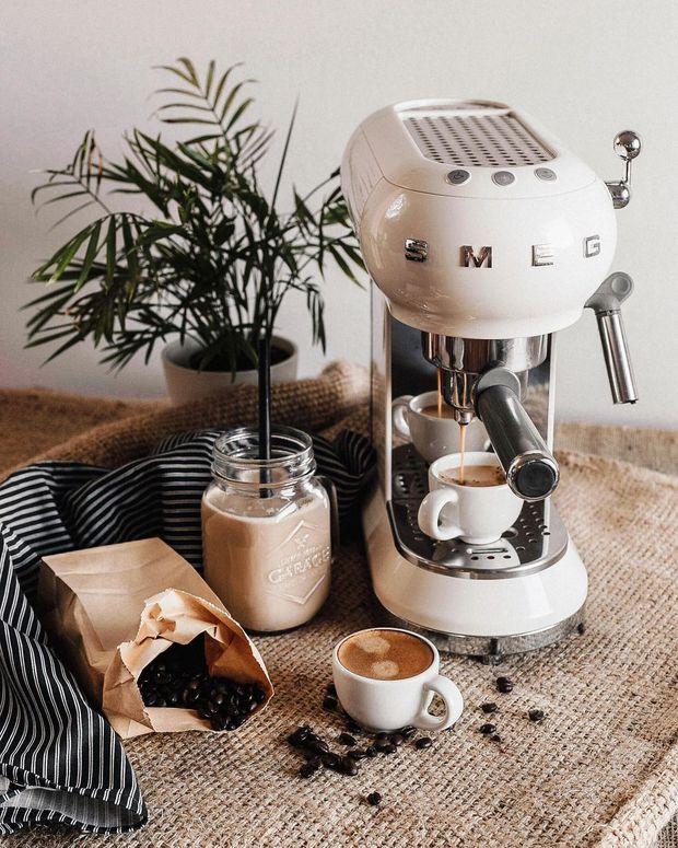 Bỏ gần 10 triệu mua máy pha cà phê Smeg: Công nhận xinh muốn xỉu nhưng dùng nhiều một tí lại thấy tội... - Ảnh 2.