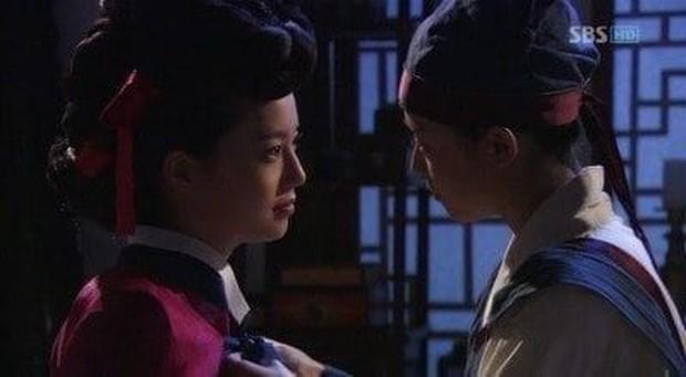 Nhìn lại 2 cặp đôi đồng giới huyền thoại của truyền hình Hàn, netizen cầu Song Joong Ki - Yoo Ah In tái hợp - Ảnh 12.