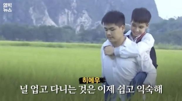 Đài truyền hình Hàn Quốc đưa tin về đôi bạn 10 năm cõng nhau đi học, nhanh chóng lọt topic hot xứ Hàn - Ảnh 3.