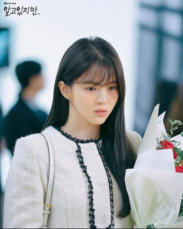 Bàng hoàng ngã ngửa vì bạn trai bệnh hoạn, Han So Hee được netizen khen nức nở ở Nevertheless - Ảnh 4.