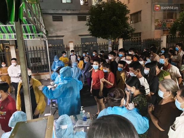 TP.HCM tổng tấn công chặn đứng dịch Covid-19 trên toàn quận Bình Tân bằng xét nghiệm - Ảnh 2.