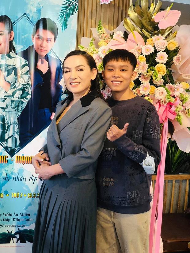 Phía Phi Nhung lần đầu hé lộ cơ duyên nhận nuôi Hồ Văn Cường, hoá ra đã từng nhắn tin nhờ 1 nữ ca sĩ đình đám Vbiz giúp đỡ - Ảnh 7.