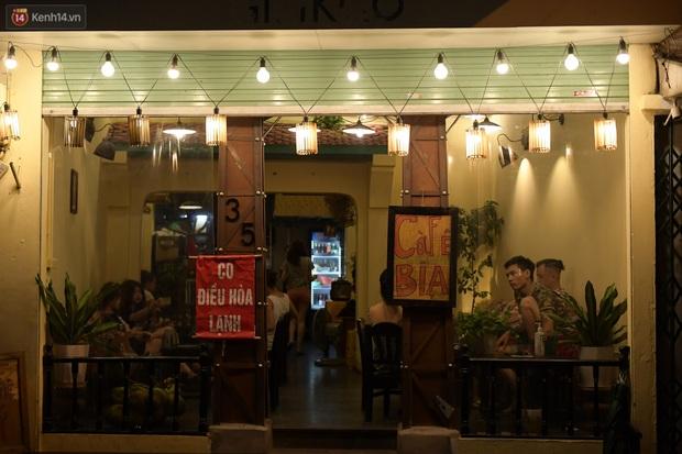Hà Nội: Nhiều quán nhốt khách cố bán tiếp sau quy định đóng cửa trước 21h - Ảnh 8.