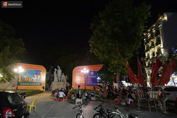 Hà Nội: Nhiều quán nhốt khách cố bán tiếp sau quy định đóng cửa trước 21h - Ảnh 9.