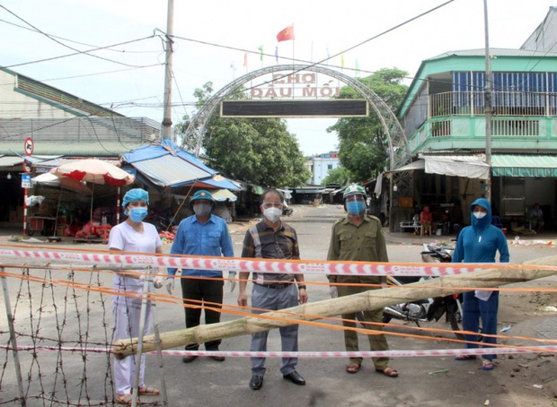 Chợ đầu mối lớn nhất Nghệ An bị phong tỏa để truy vết Covid-19 - Ảnh 1.