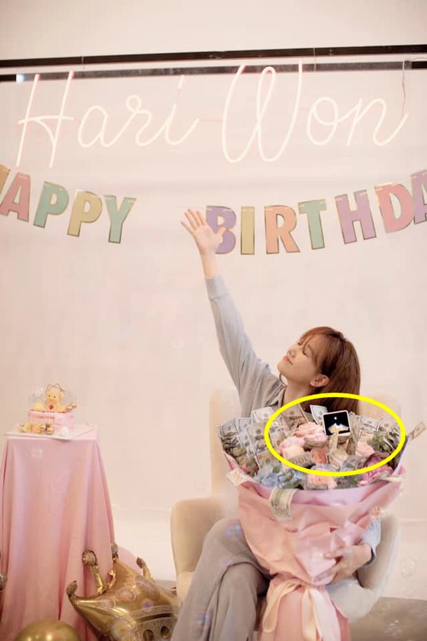 Netizen soi chi tiết lạ trên bó hoa Hari Won được tặng sinh nhật, làm rộ lên nghi vấn đang mang thai con đầu lòng? - Ảnh 2.