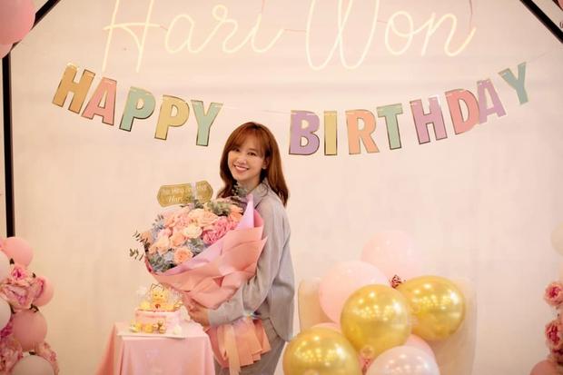 Netizen soi chi tiết lạ trên bó hoa Hari Won được tặng sinh nhật, làm rộ lên nghi vấn đang mang thai con đầu lòng? - Ảnh 6.
