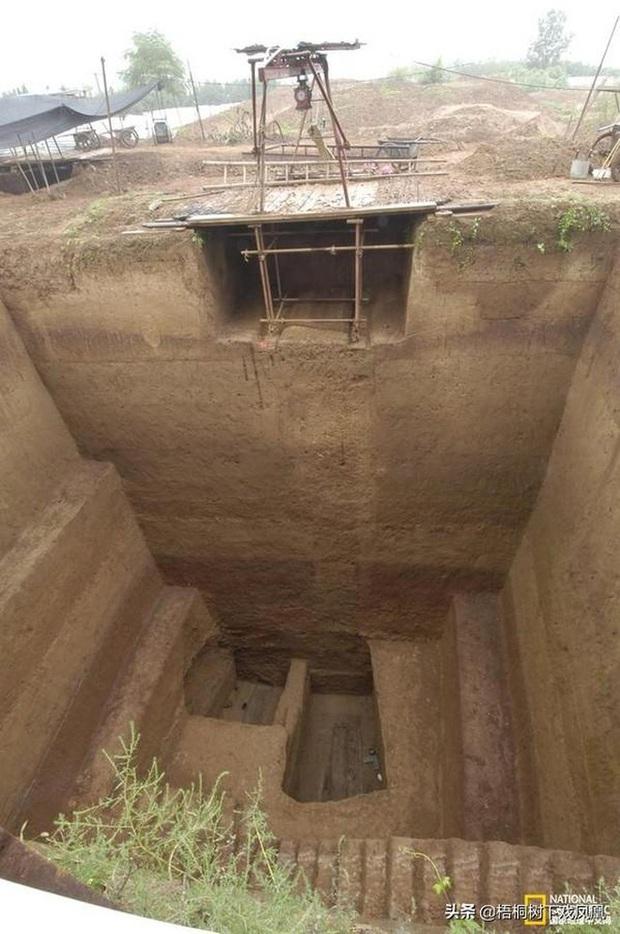 Khu mộ gia tộc 1000 năm tuổi suýt chôn sống cả đoàn khảo cổ, chuyên gia hoảng hốt: Mộ chồng lên mộ! - Ảnh 1.