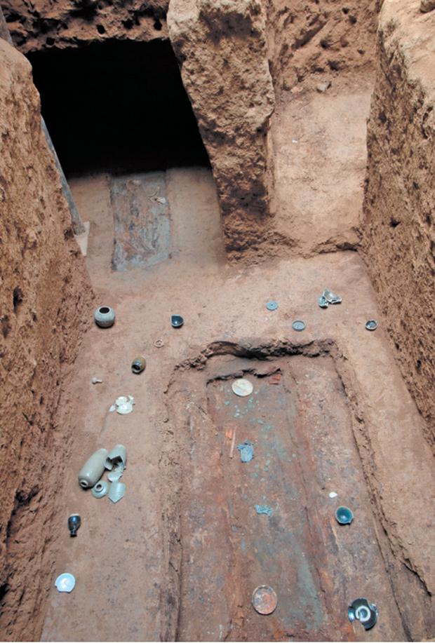 Khu mộ gia tộc 1000 năm tuổi suýt chôn sống cả đoàn khảo cổ, chuyên gia hoảng hốt: Mộ chồng lên mộ! - Ảnh 2.