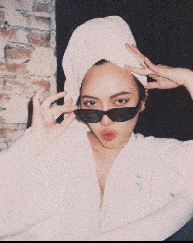Khánh Vân chụp Diệu Nhi trong phòng tắm nhưng son đỏ chót, lông mi chuốt sắc lẹm! - Ảnh 2.